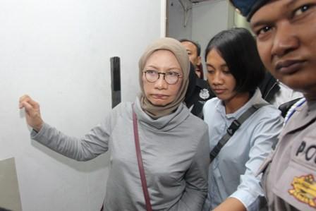 Atiqah Hasiholan Belum Jenguk Ratna Sarumpaet