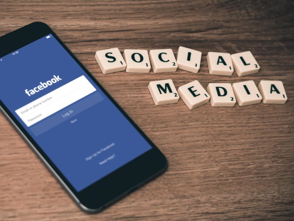 Denny JA Usul 3 Oktober jadi Hari Media Sosial