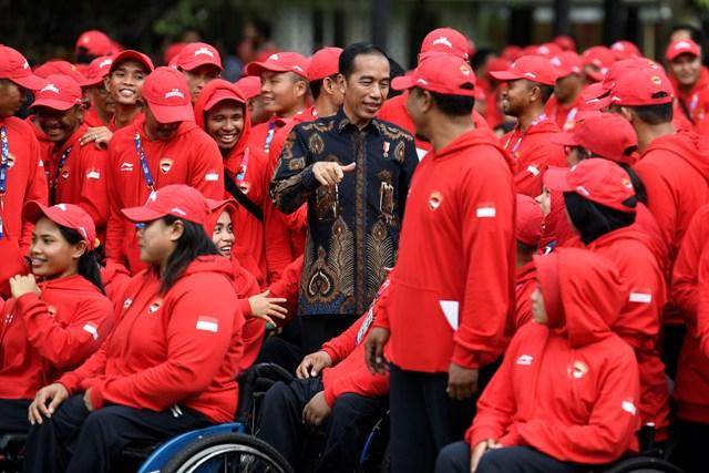 Jokowi Menyemangati Atlet Angkat Besi