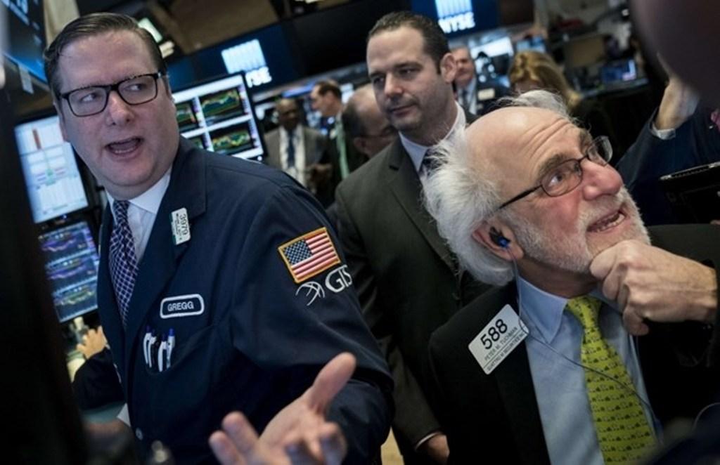 Wall Street Terjun Bebas