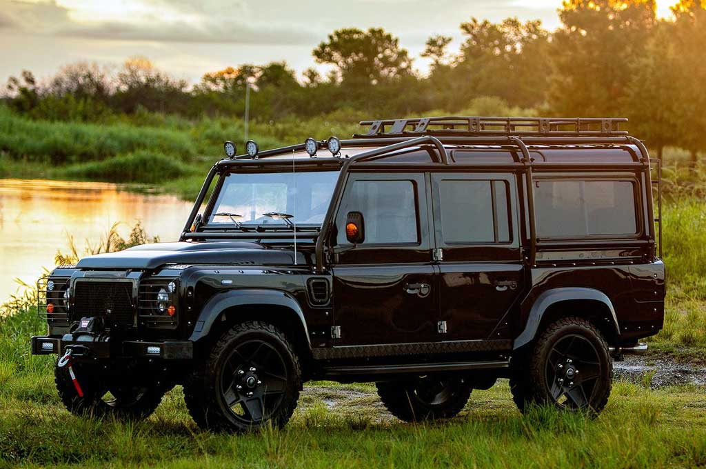 Land Rover Defender Pinjam 'Jantung' Corvette
