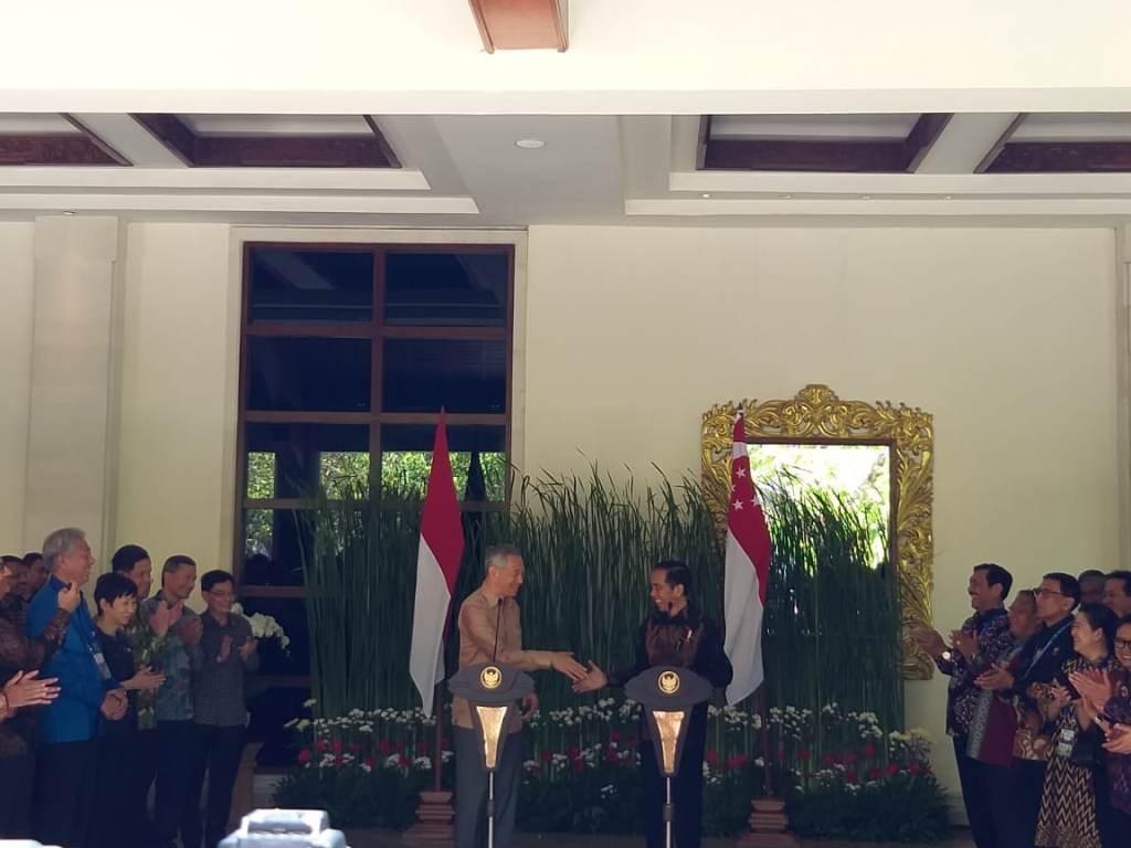 Jokowi, Singapore PM Meet in Bali