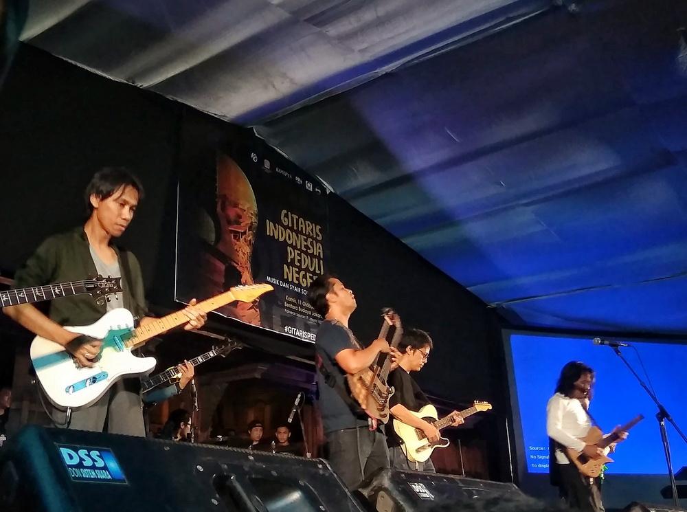Gitaris dan Penyair Indonesia Gelar Aksi Solidaritas untuk Palu dan Donggala