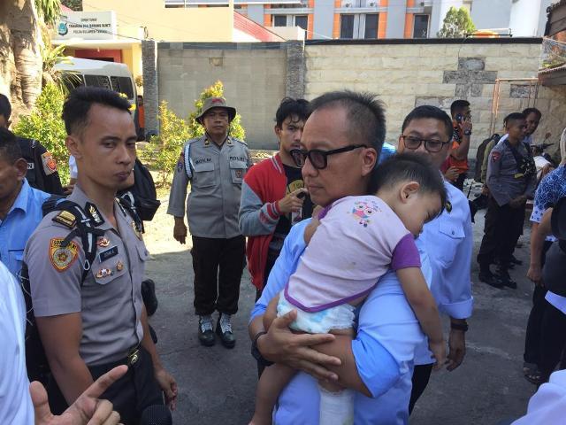 Mensos Salurkan Bantuan untuk Korban Gempa Sumenep