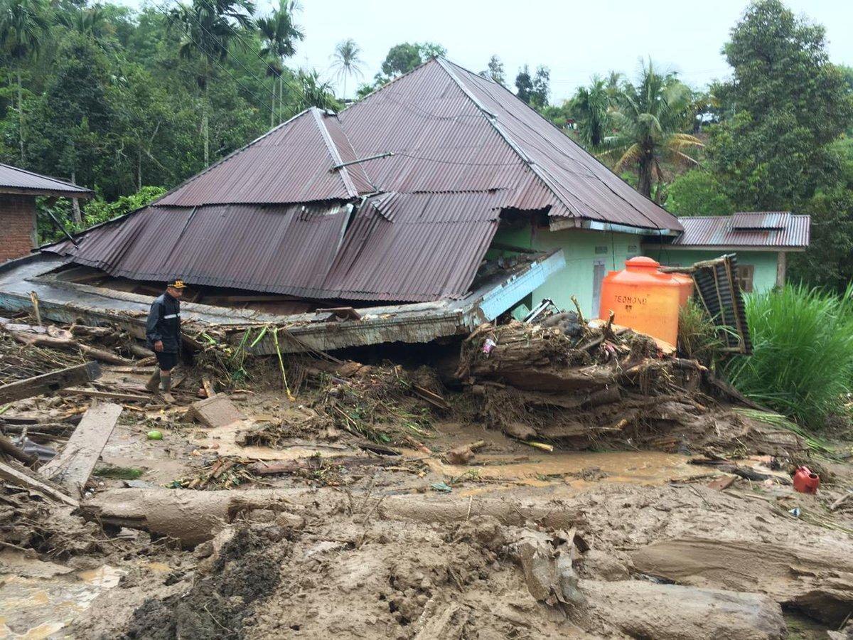 Banjir Renggut 3 Nyawa di Tanah Datar