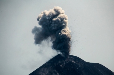 Gunung Anak Krakatau Berstatus Waspada