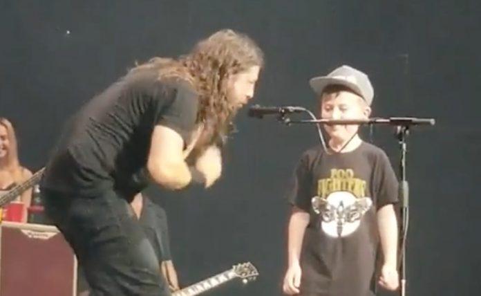 Simak Aksi Bocah 7 Tahun Bawakan Lagu Metallica Bersama Foo Fighters