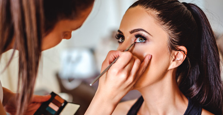 Tips Make Up saat Beraktivitas di Luar Ruangan