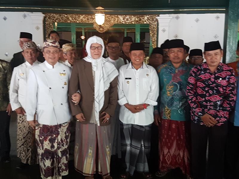 ASN Jawa Barat Kenakan Sarung di Hari Santri