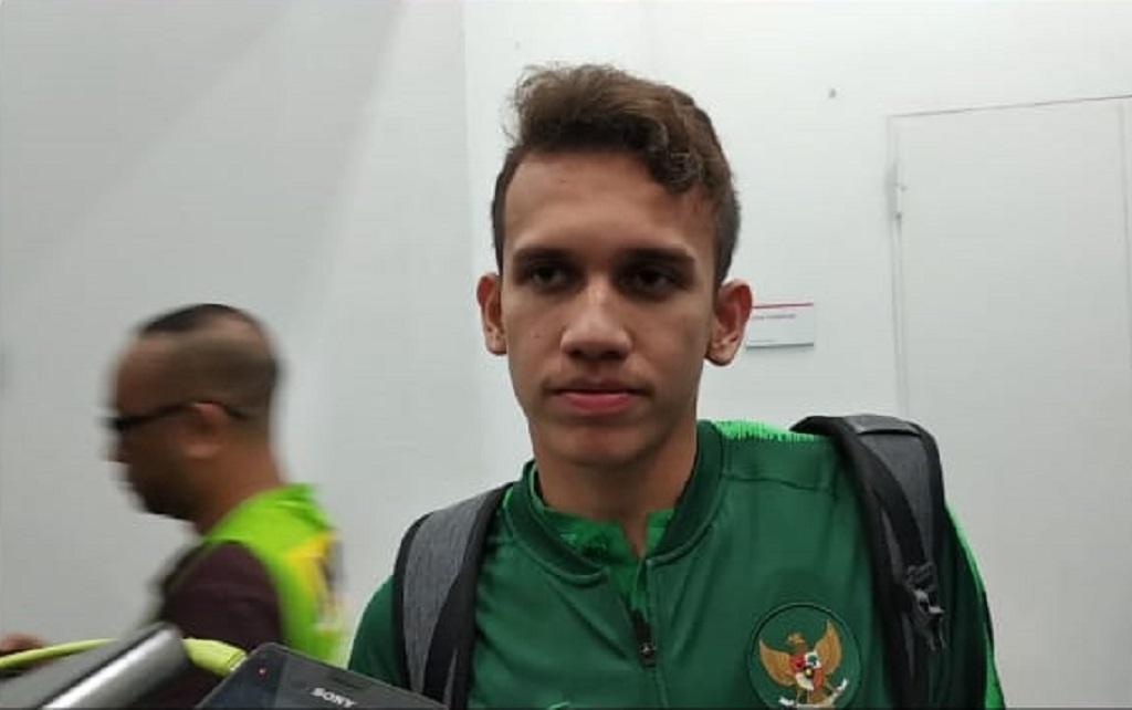 Egy Minta Suporter Dukung Timnas U-19 Lawan UEA