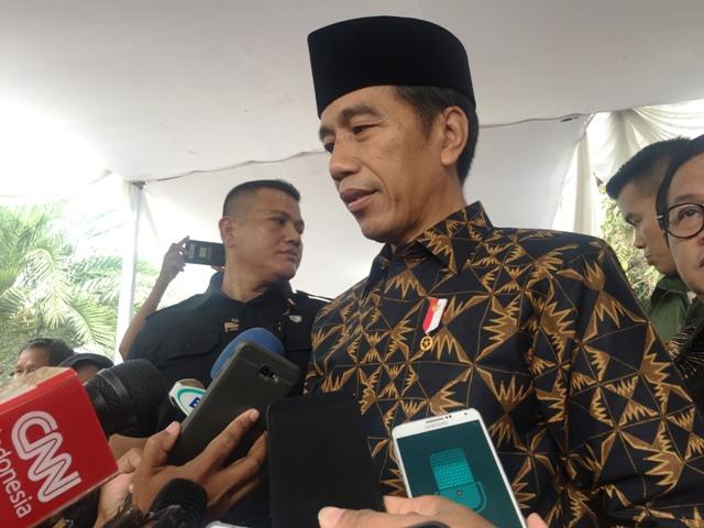 Jokowi Serahkan Kasus Pembakaran Bendera ke Polisi