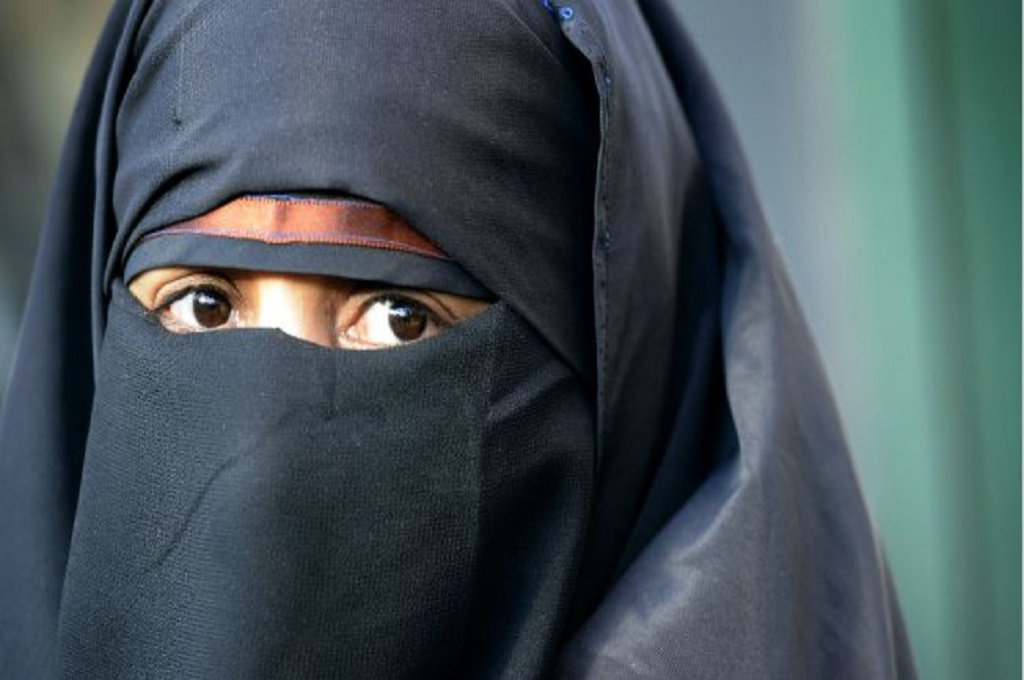 PBB Sebut Larangan Niqab di Prancis Langgar HAM