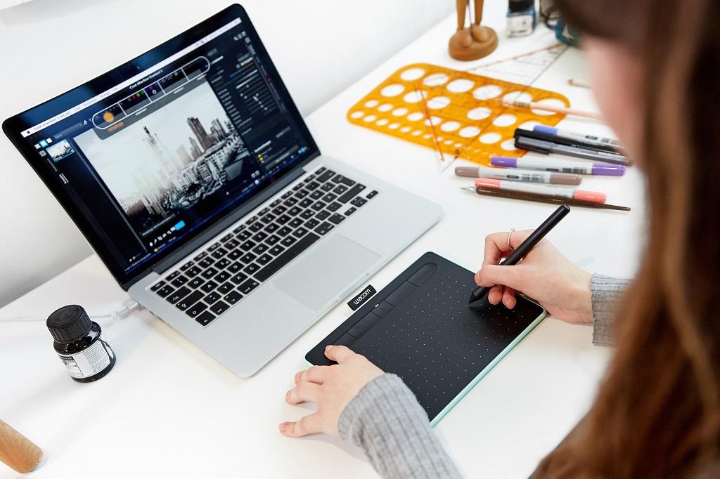Wacom Intuos Pasang Bonus Aplikasi Kreatif