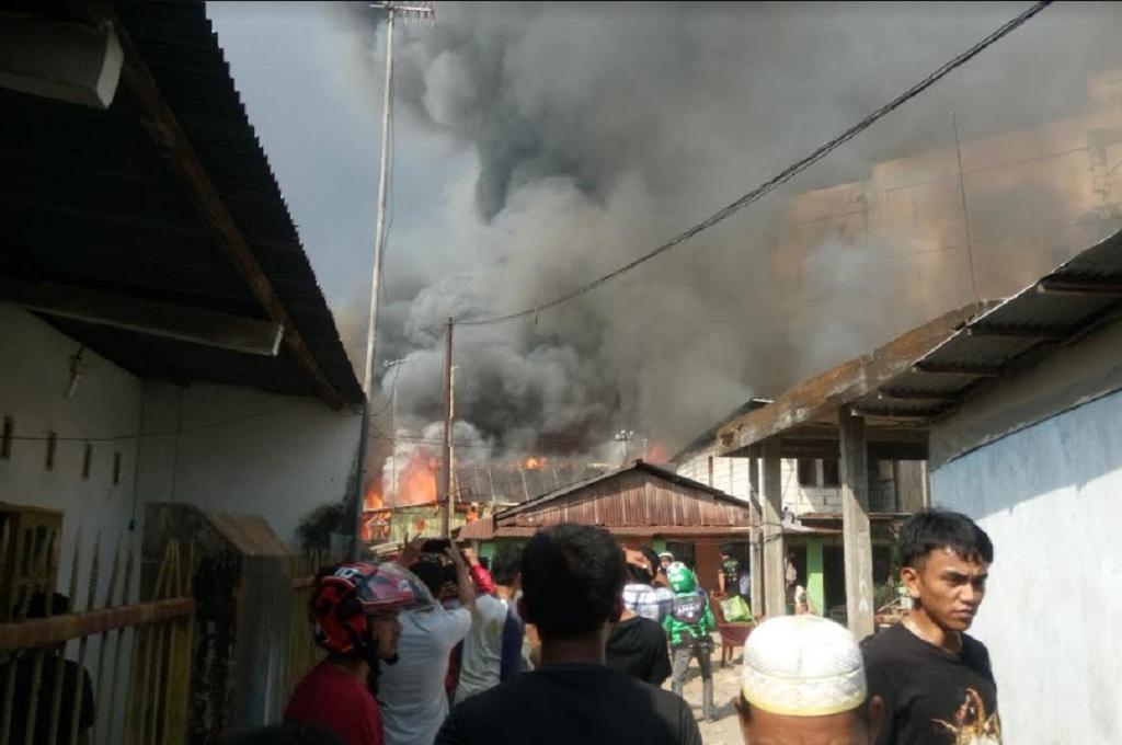 Kebakaran Hanguskan Belasan Rumah di Makassar