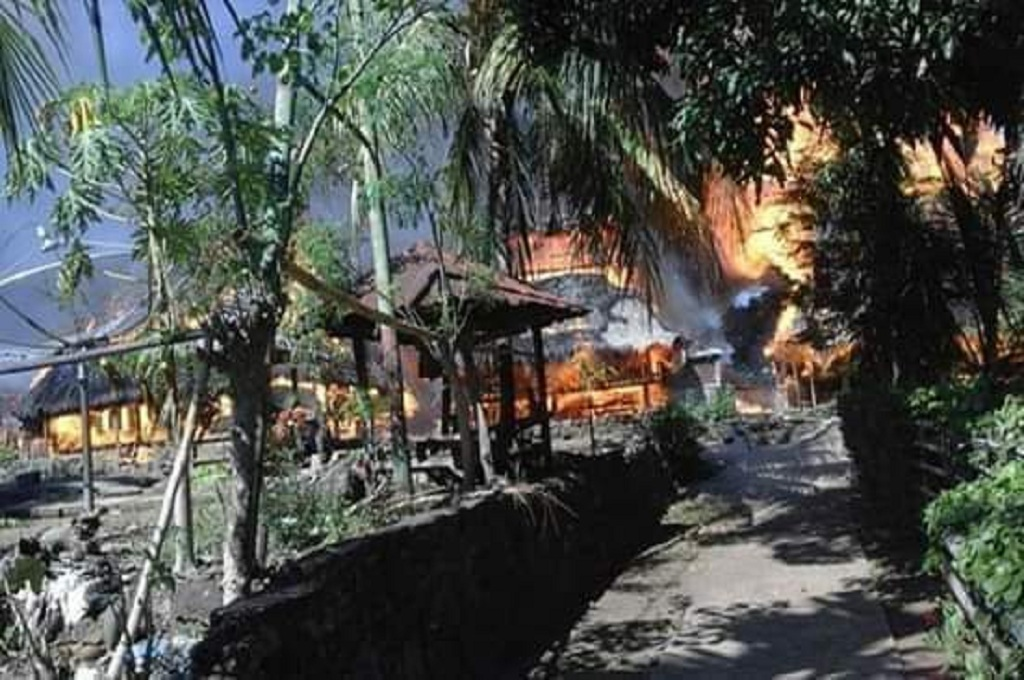 Puluhan Rumah di Kampung Adat di Ende Terbakar