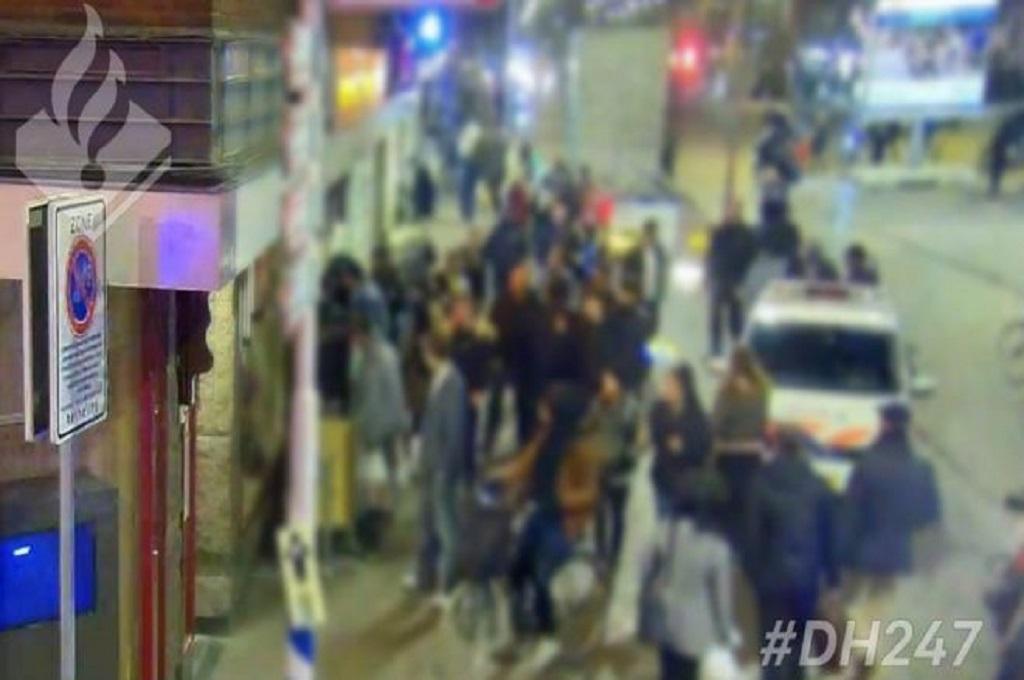 Polisi Belanda Geram Lihat Massa Merekam Pria Sekarat