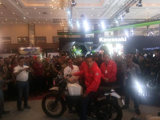 Jokowi Blusukan ke Pameran Motor