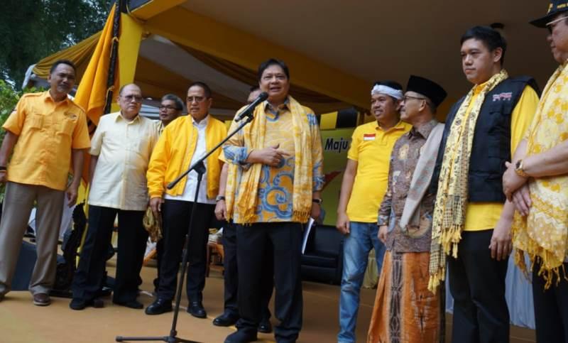 Airlangga Lantik Relawan GoJo Wilayah III Cirebon