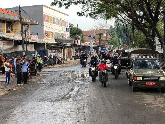 Jokowi Tunggangi Motor Custom saat Blusukan ke Pasar