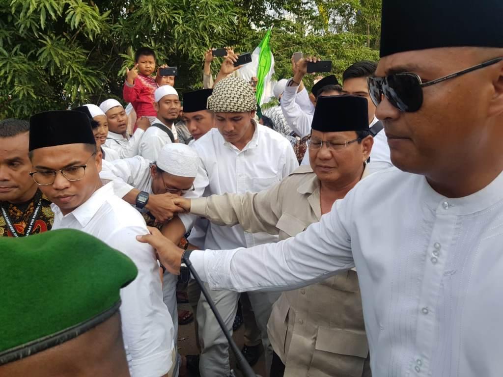 Kunjungi Makam Mbah Priuk, Prabowo Bantah Berkampanye