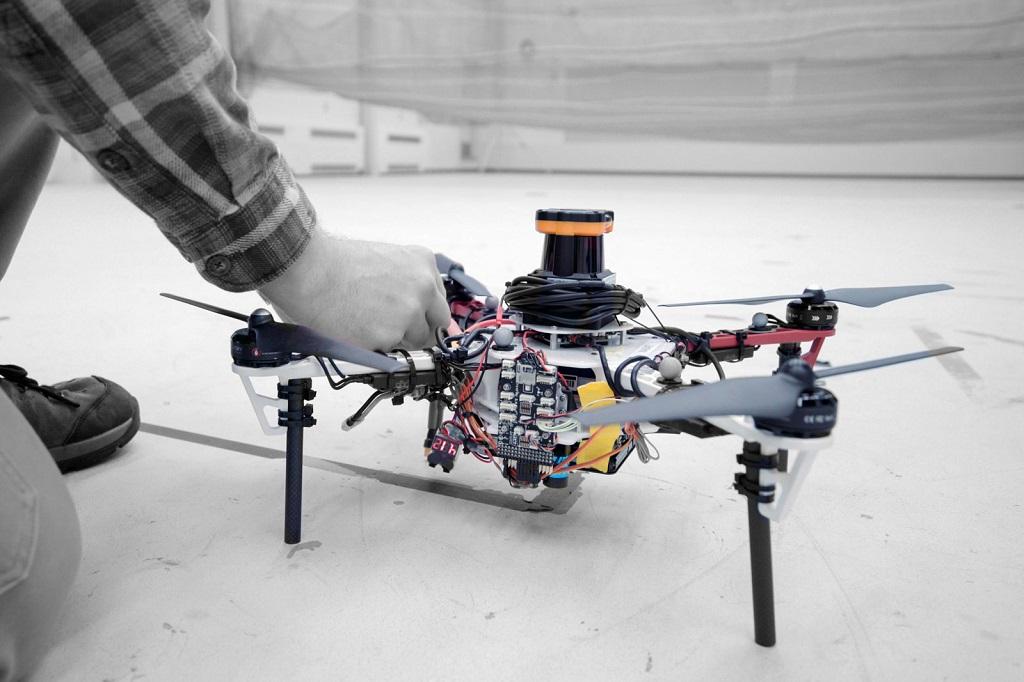 Sekumpulan Drone Bisa Cari Orang Hilang di Hutan Tanpa GPS