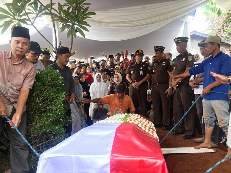 Ratusan Pelayat Iringi Pemakaman Dodi Junaedi