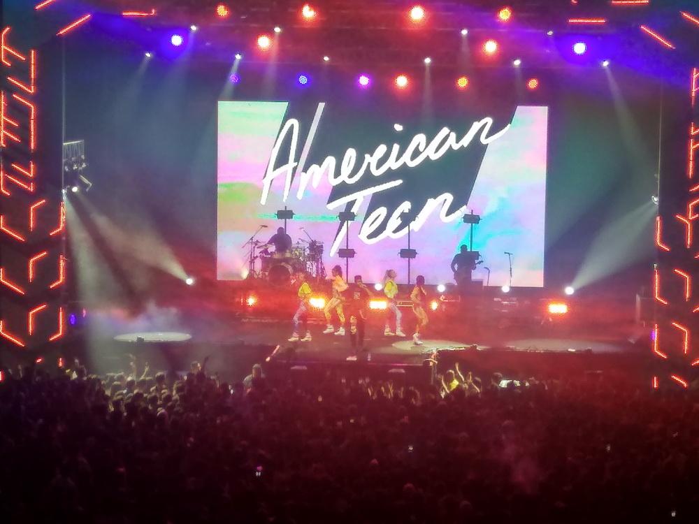 Aksi Energik Khalid saat Konser di Jakarta