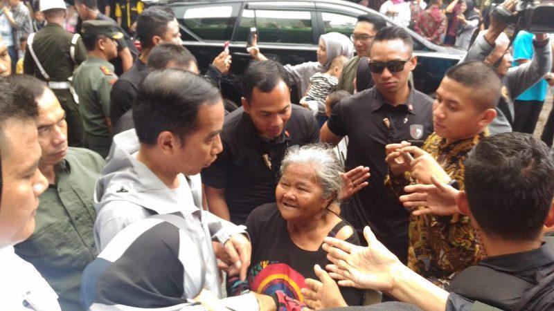 Presiden Jokowi 'Diserbu' Warga Bandung