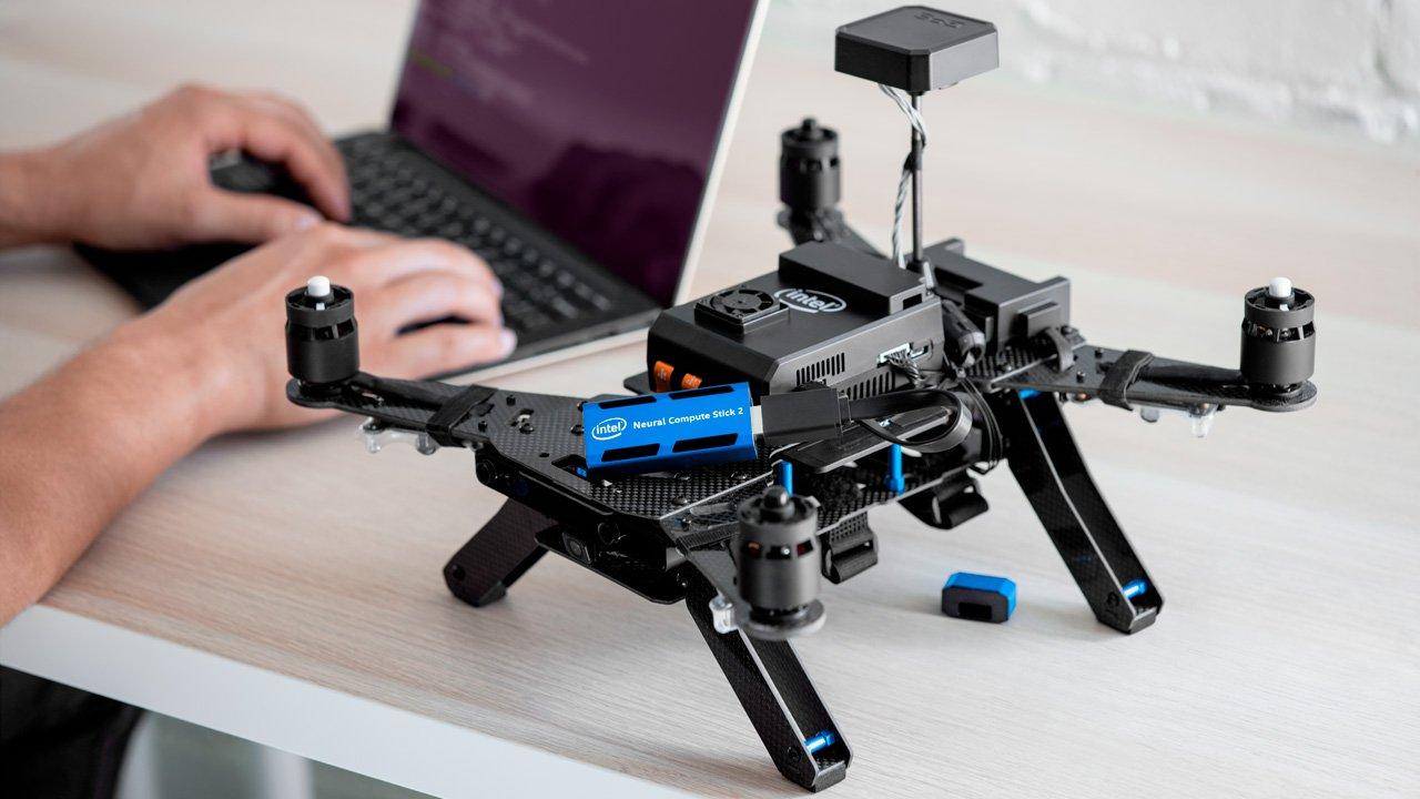 Intel Sediakan Kecerdasan Buatan di Alat Sebesar Flash Disk
