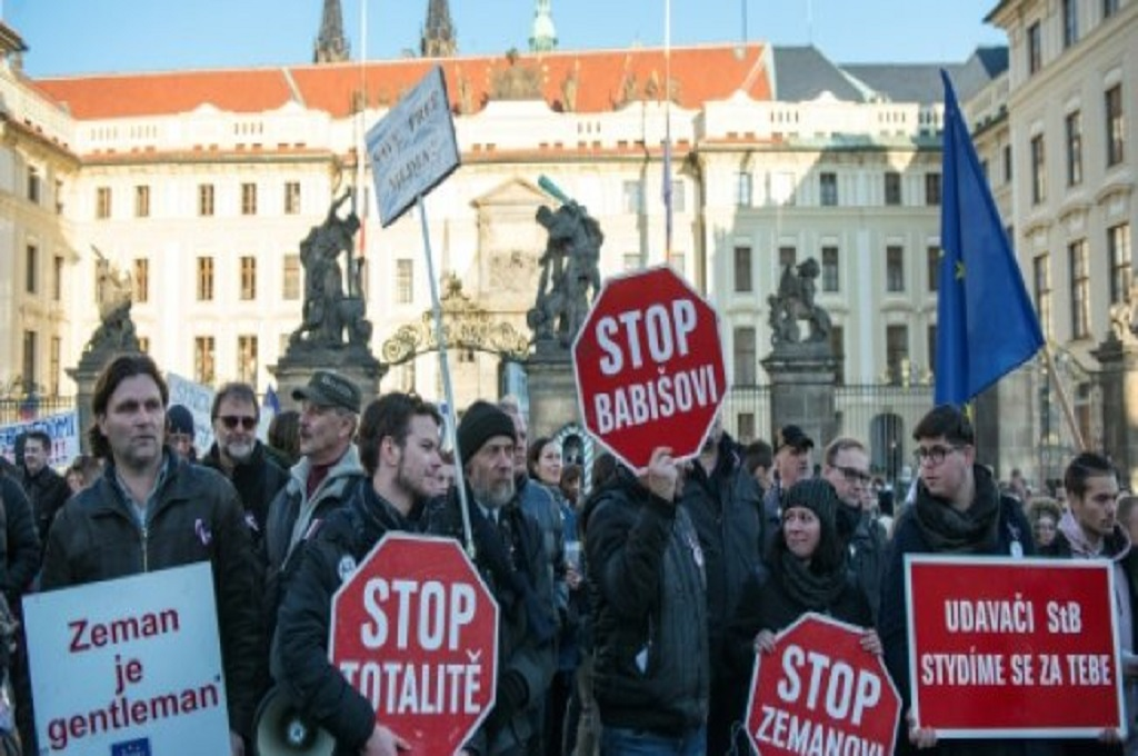 PM Republik Ceko Didesak Mundur