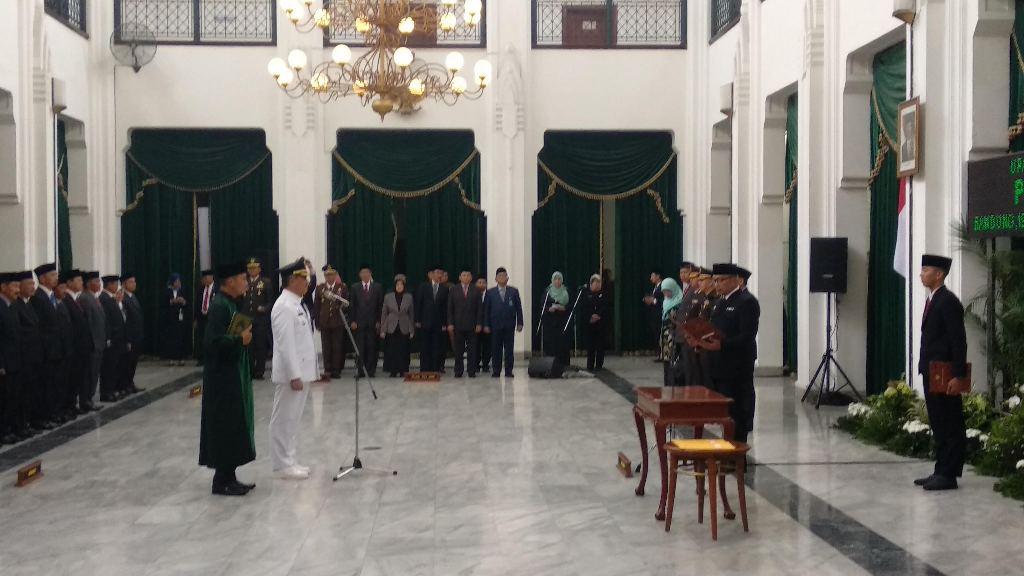 Ridwan Kamil Lantik Penjabat Bupati Cirebon