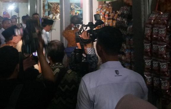 Jokowi Cek Harga Bahan Pokok di Lamongan