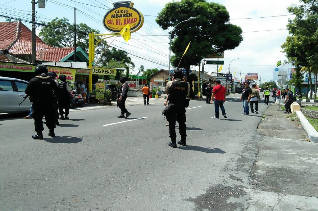 Densus Rekonstruksi Penangkapan Tersangka Teroris di Sleman
