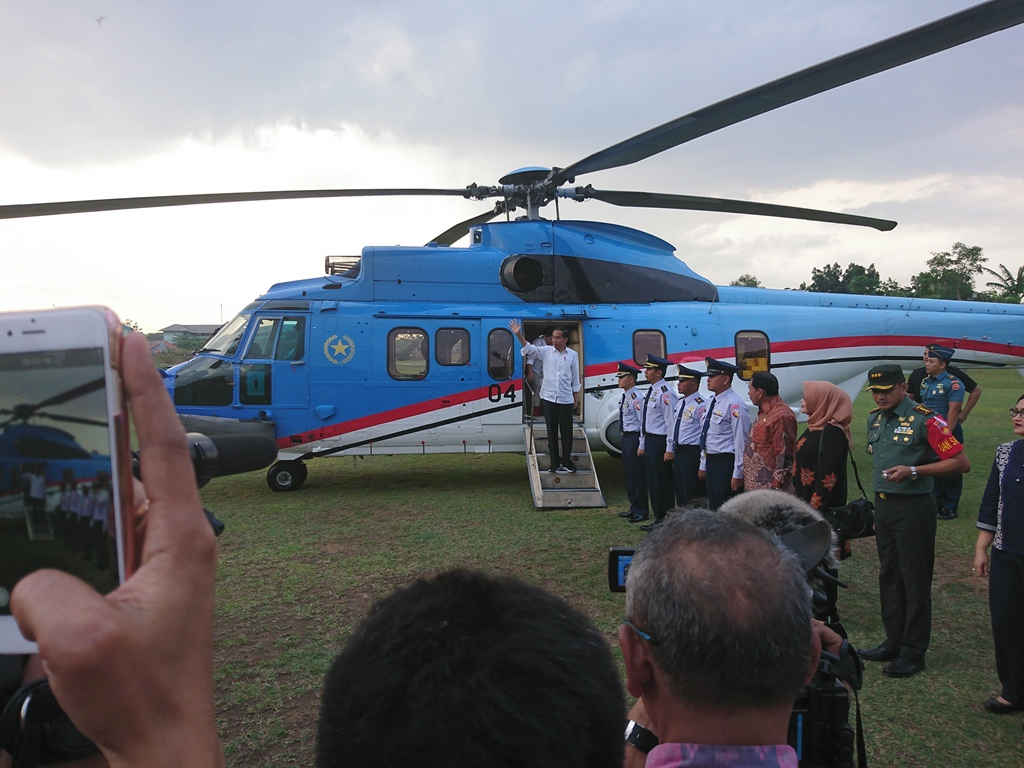 Jokowi Blusukan ke Pasar Batik Pekalongan