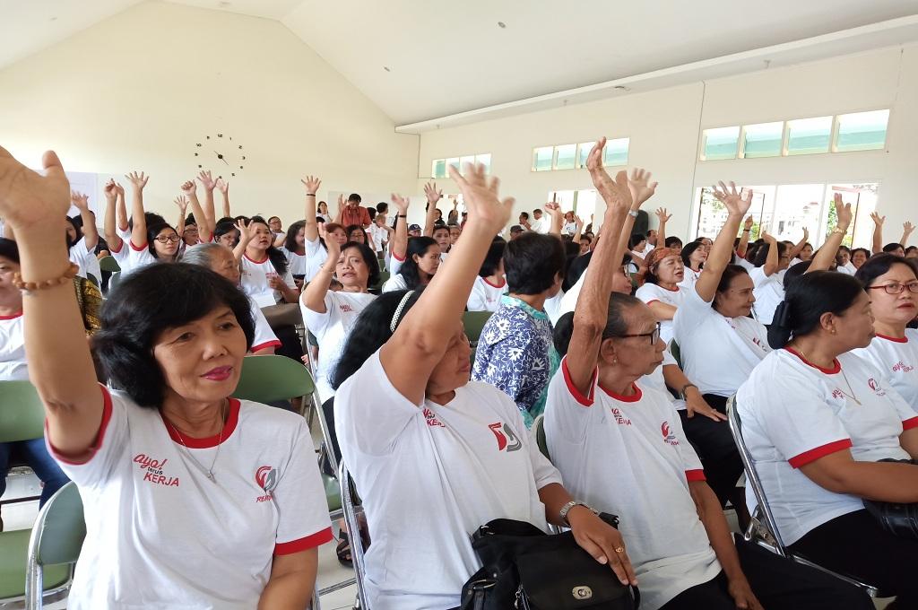 Ibu-ibu Sosialisasikan Jokowi-Maruf <i>Door to Door</i>