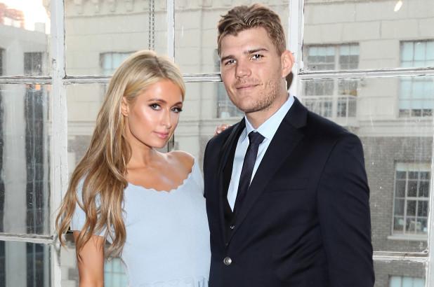 Batal Nikah, Paris Hilton Enggan Kembalikan Cincin Tunangan