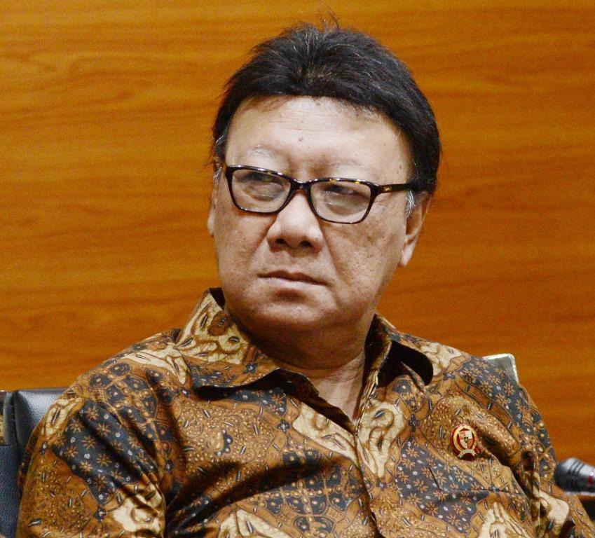'Tabokan' Jokowi Isyarat Bagi Penegak Hukum