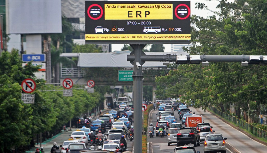 Anies Ingin Motor Kena Sistem Jalan Berbayar