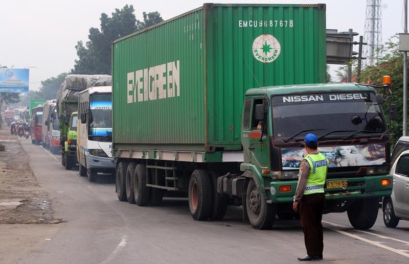 Pengusaha Desak Evaluasi Pembatasan Truk di Kalimalang