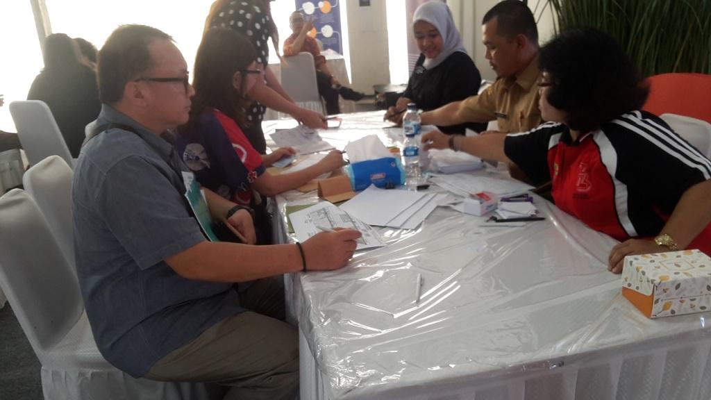 Warga Manfaatkan Perekaman KTP-el di Senayan