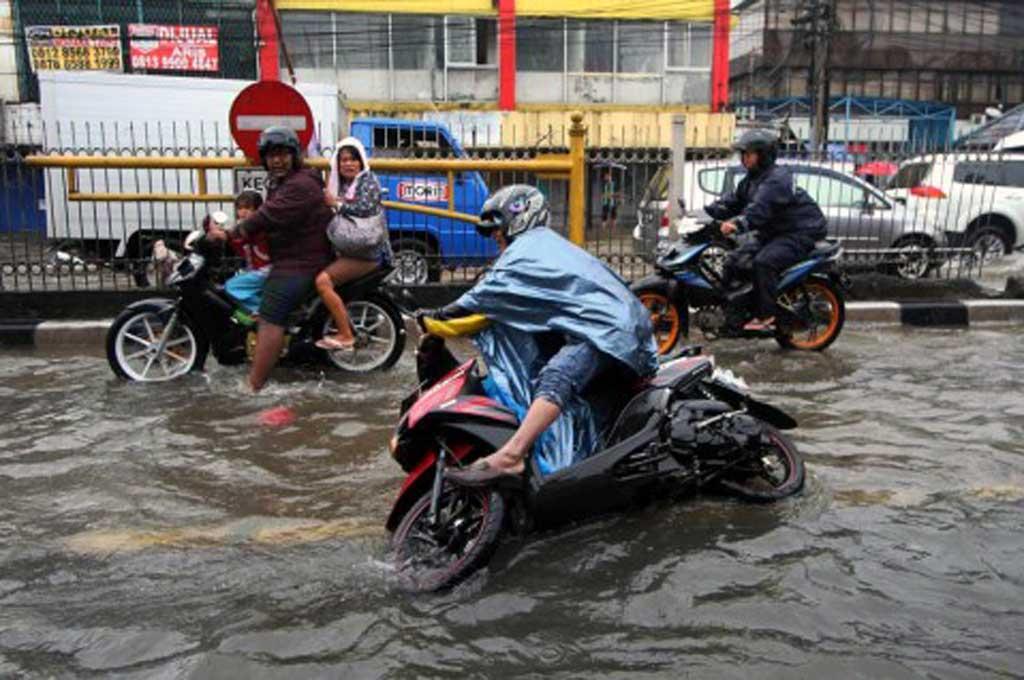 Cara Mengatasi 'Keputihan' di Motor Usai Terjang Banjir