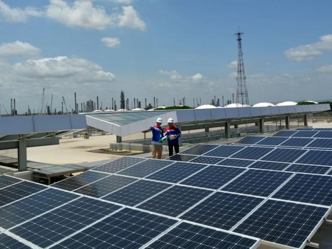 Pakai <i>Rooftop Solar</i> Bisa Hemat Listrik 30%