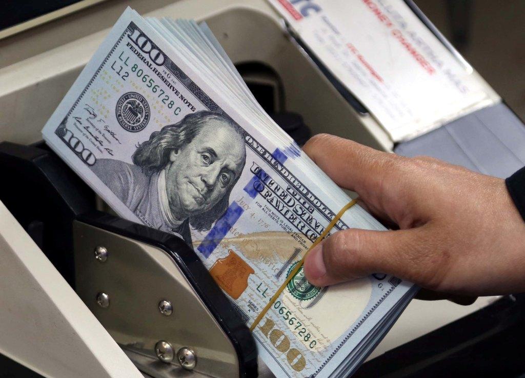 Dolar AS Anjlok