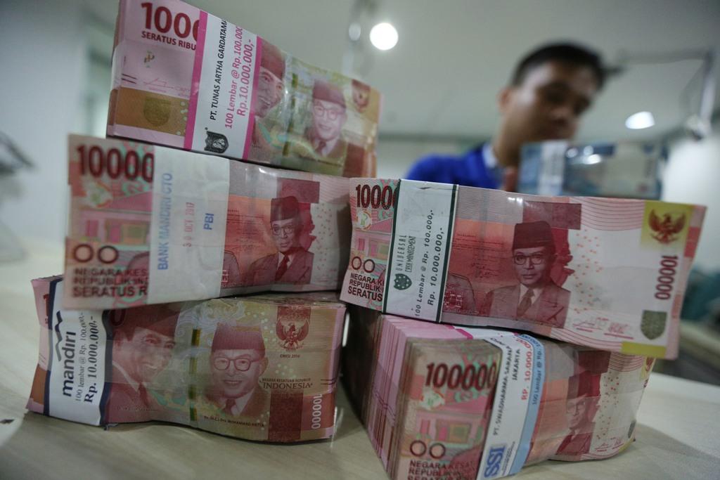 IHSG Melambung, Rupiah Menuju Rp14.300/USD