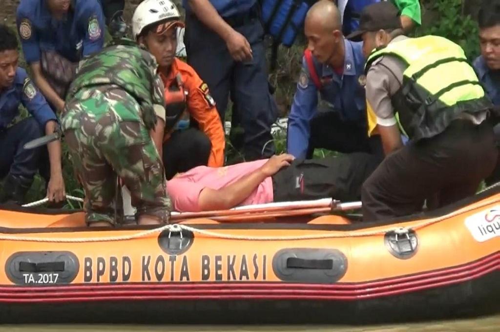 Perahu Karet Disiagakan di Bekasi
