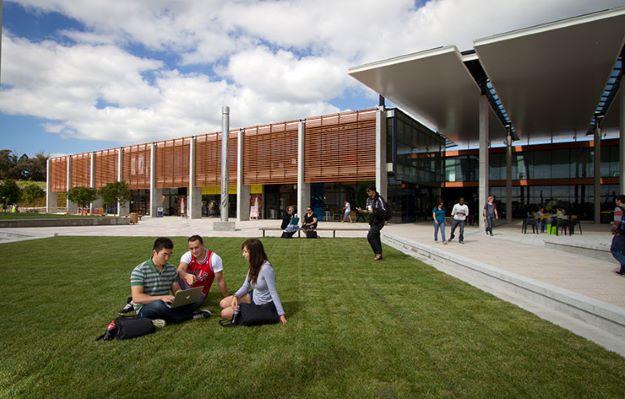 Lima Alasan Menarik Kuliah di Massey University