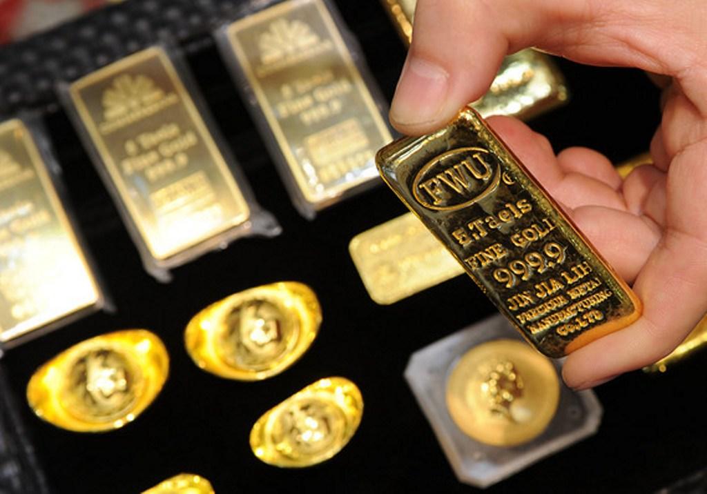Emas Berjangka Terlibas Keperkasaan Dolar AS