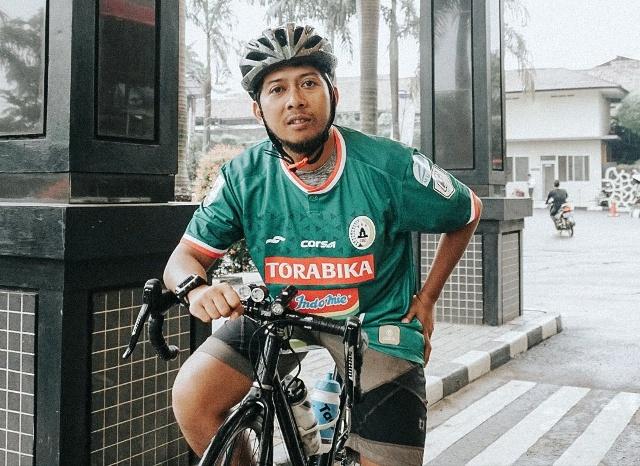 Seorang Fans 'Gila' PSS Bersepeda Yogyakarta-Bogor