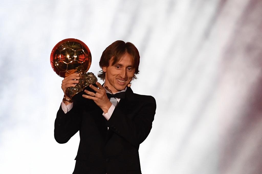 Luka Modric Sabet Gelar Ballon d'Or 2018
