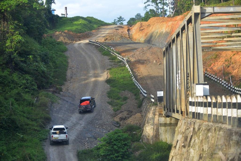 Pembangunan Jembatan Berada di Distrik yang Terisolasi